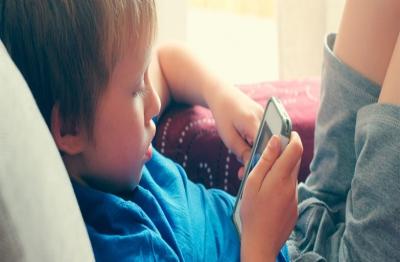 Por que crianças não devem ter smartphones antes dos 12 anos.